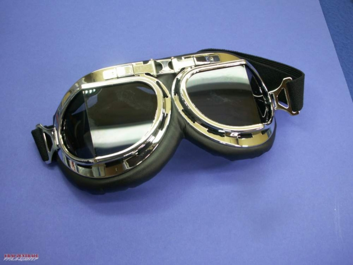 Aviator goggles with angled glasses