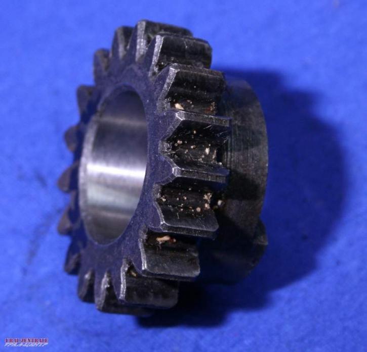 Pinion 4th  gear input shaft