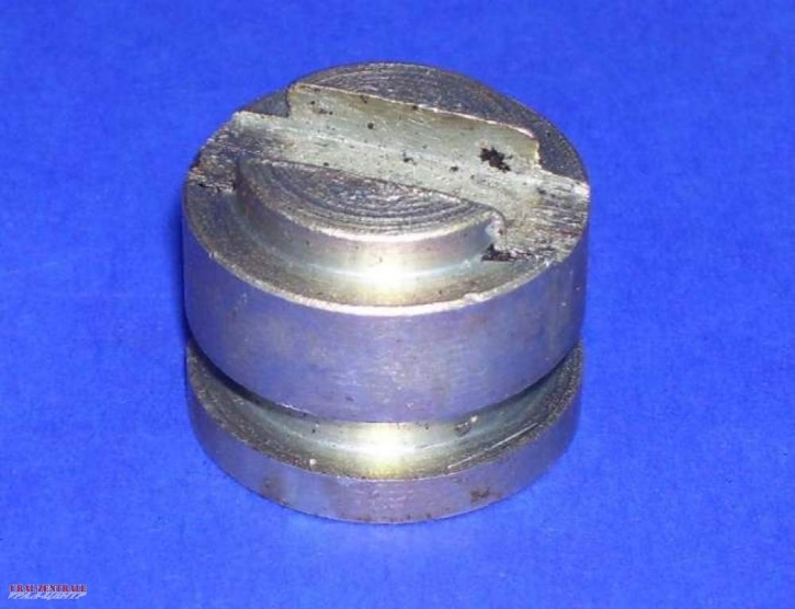 Pressure piece clutch with groove for O-ring