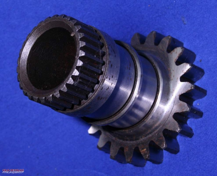 Output shaft of MT 16 final drive for sidecar drive