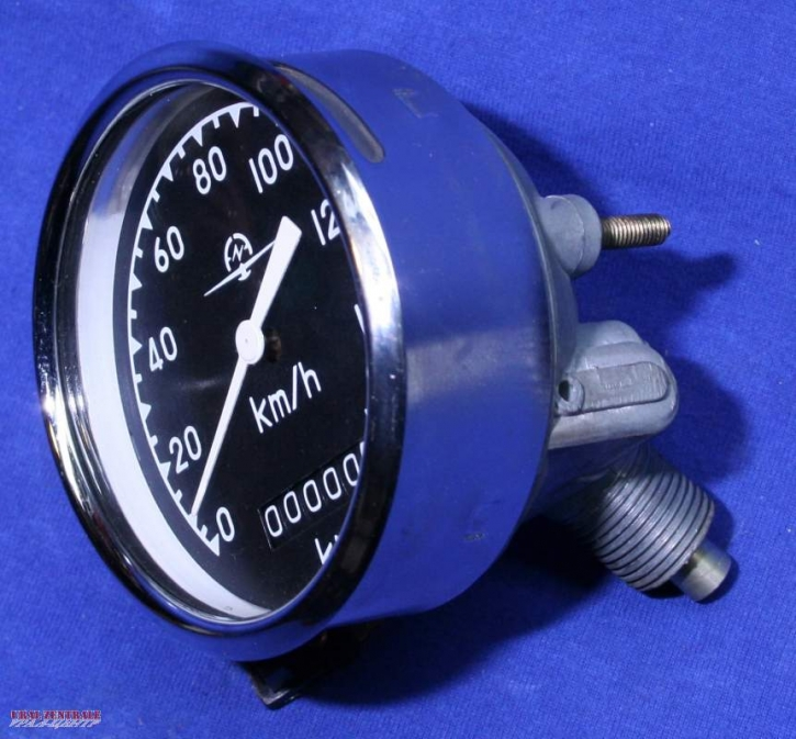 Speedometer with angular fitting