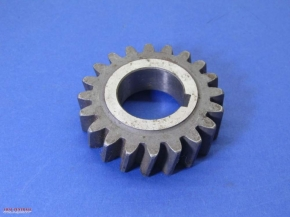 Fourth gear wheel input shaft, helical cut