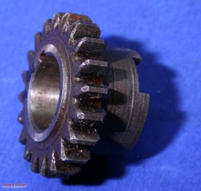 Gear pinion 4th gear